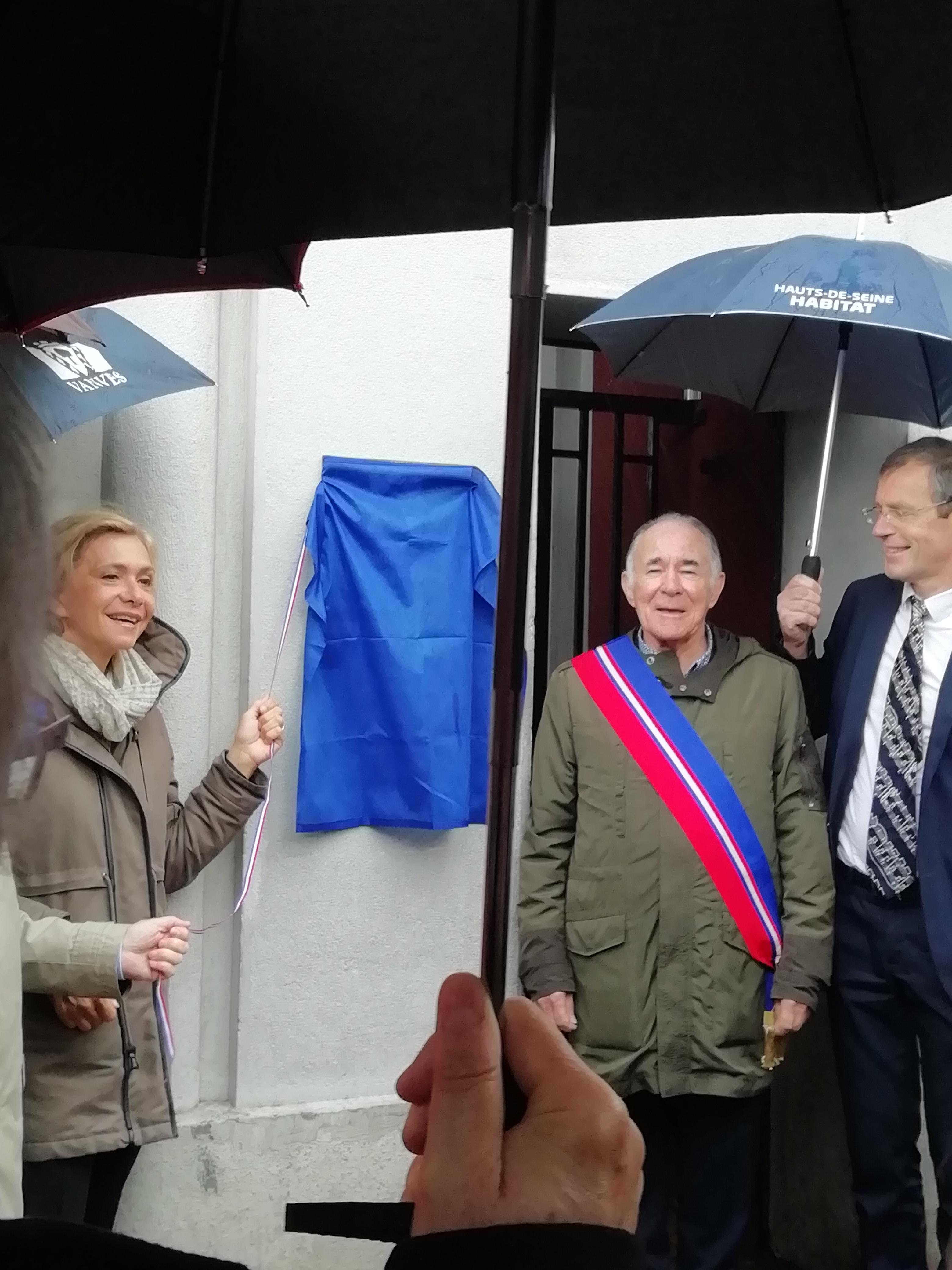 Dévoilement de la plaque Patrimoine d'intérêt régional dans la cité Payret Dortail à Vanves