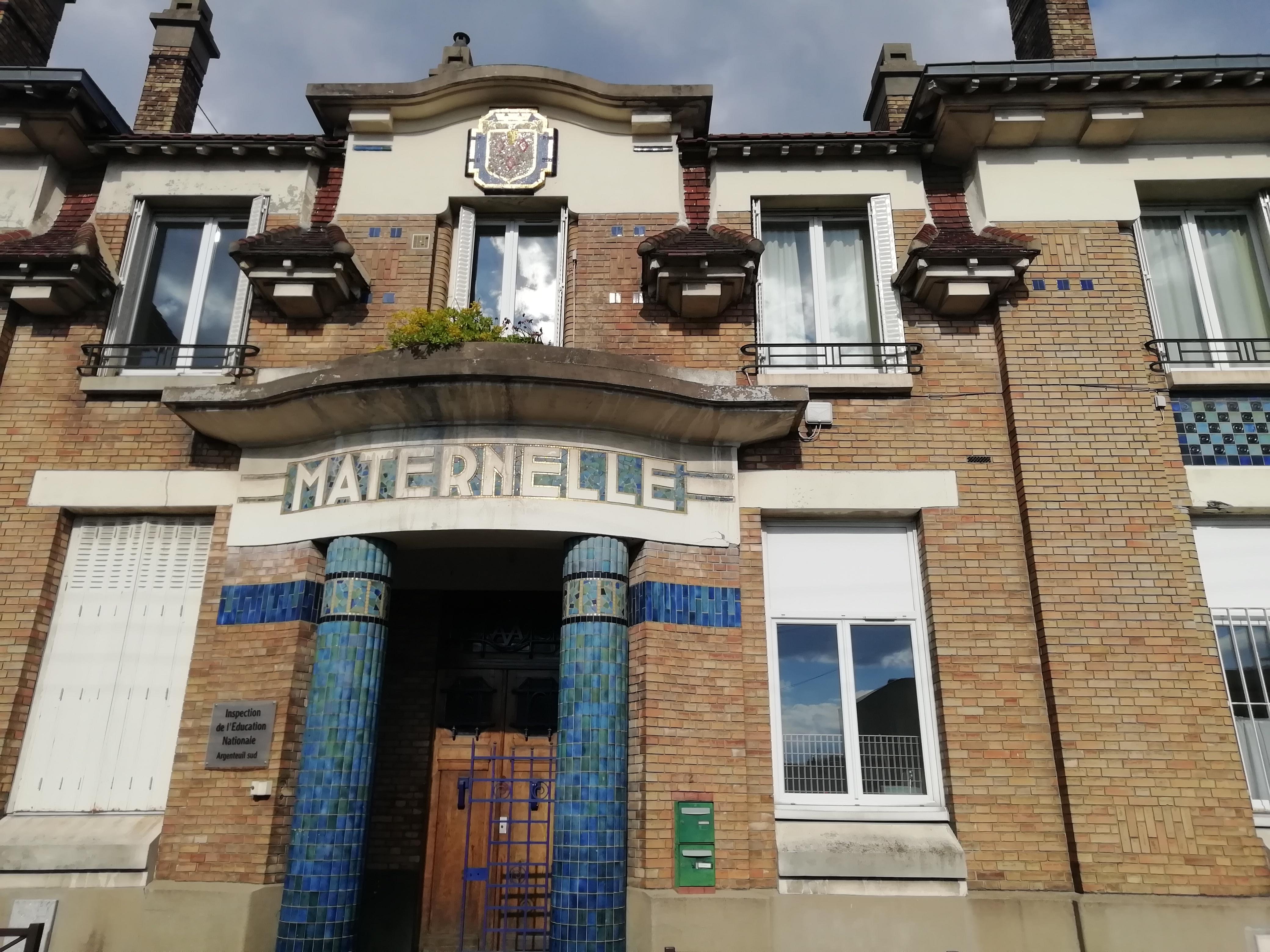 Façade de l'ancienne école maternelle de la cité d'Orgemont à Argenteuil