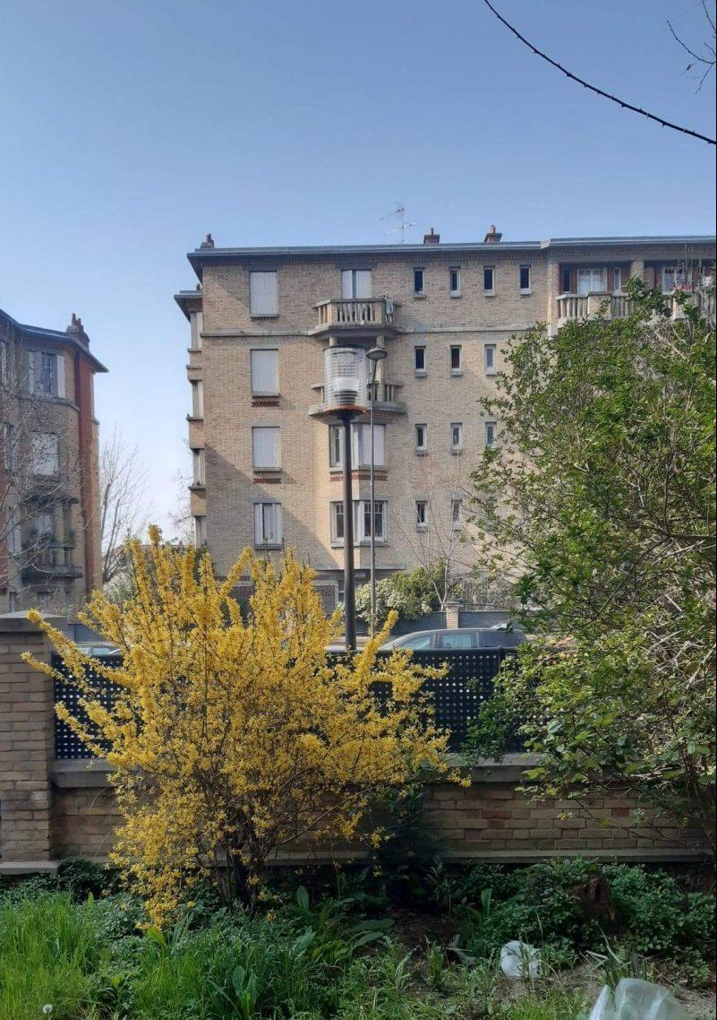 Vue d'une fenêtre dans la cité-jardin de Stains